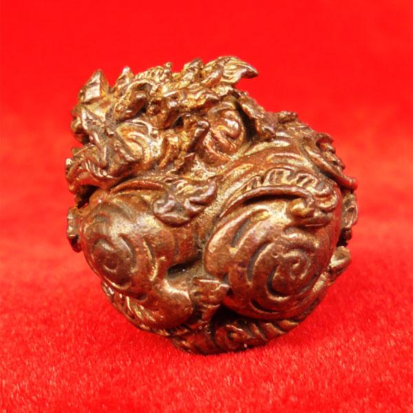 ลูกอมสิงหราช บรรจุกริ่ง เนื้อนวโลหะ หลวงปู่หงษ์ วัดเพชรบุรี สุรินทร์ ปี 2546 สวยเข้มขลัง