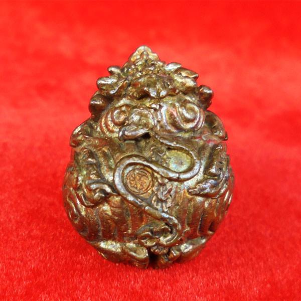 ลูกอมสิงหราช บรรจุกริ่ง เนื้อนวโลหะ หลวงปู่หงษ์ วัดเพชรบุรี สุรินทร์ ปี 2546 สวยเข้มขลัง 3