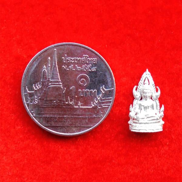 พระพุทธชินราช พิมพ์จิ๋ว สูง 1.3 ซม. เนื้อเงินชนวนหล่อในพิธีนำฤกษ์ รุ่นมหาจักรพรรดิ ปี 2555 เล็กๆสวย 3