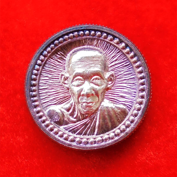 เหรียญล้อแม็กซ์ขอบเฟือง หลวงพ่อเกษม เขมโก เนื้อเงิน ปี 2537 เด่นครบเครื่องทุกด้าน