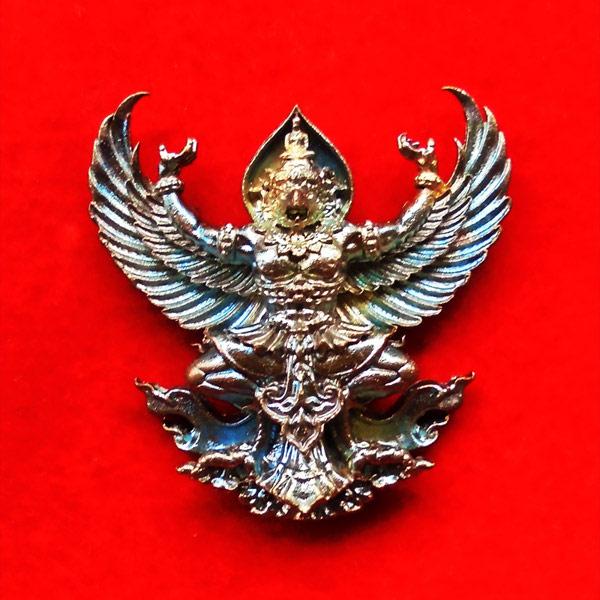 พญาครุฑมหาอำนาจ รุ่นแรก หลวงปู่ทวน วัดโป่งยาง จ.จันทรบุรี เนื้อชนวนผิวรุ้ง ปี 2560 เลขสวย 5945