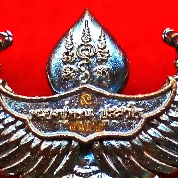 พญาครุฑมหาอำนาจ รุ่นแรก หลวงปู่ทวน วัดโป่งยาง จ.จันทรบุรี เนื้อชนวนผิวรุ้ง ปี 2560 เลขสวย 5945 2