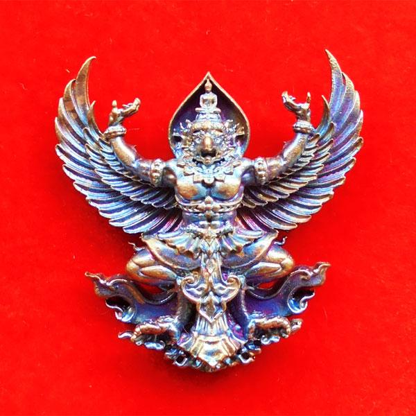 พญาครุฑมหาอำนาจ รุ่นแรก หลวงปู่ทวน วัดโป่งยาง จ.จันทรบุรี เนื้อชนวนผิวรุ้ง ปี 2560
