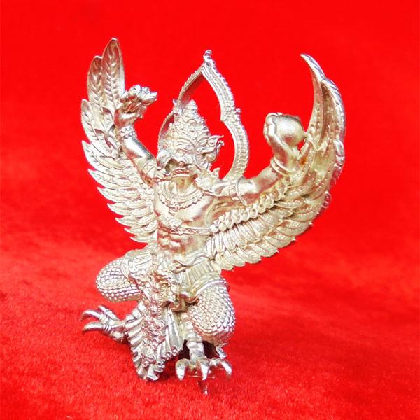 พญาครุฑพุทธบูชา รุ่นเศรษฐีมหาเศรษฐี เนื้อทองชนวนปีกเครื่องบิน แยกจากชุดกรรมการ เลขสวย ๗๑๐