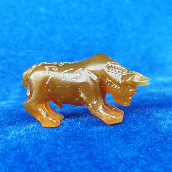 วัวธนู แกะจากเขาควายเผือก สีน้ำผึ้ง พร้อมจาร หลวงพ่อสิน วัดละหารใหญ่ เกจิสายหลวงปู่ทิม สวยมากหายาก