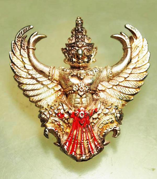 พญาครุฑ เนื้อเงิน พิมพ์ใหญ่ หลวงพ่อวราห์ วัดโพธิ์ทอง ครุฑ รุ่น ๙ หน้ามหาเศรษฐี มีแป้งเจิม หายาก