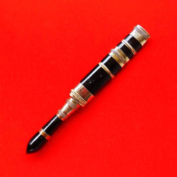 มีดหมอปากกา พ่อท่านเขียว วัดห้วยเงาะ ไม้งิ้วดำ ใบมีดขนาดยาว 3 นิ้ว ปี 2554 สวยเข้มขลัง เลขสวย 977