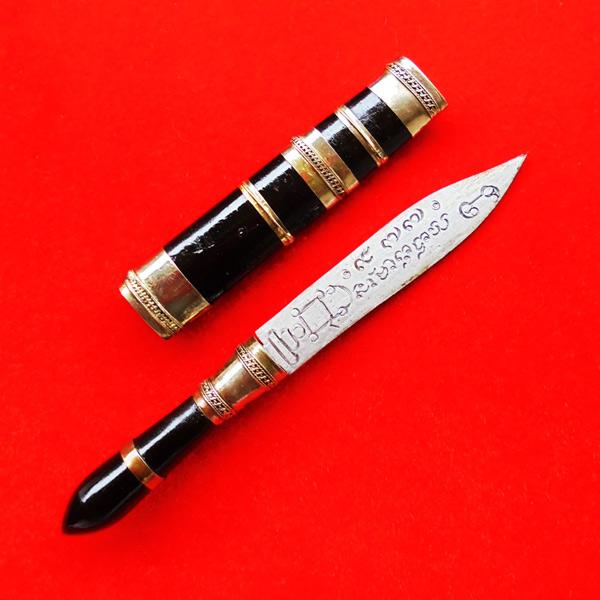 มีดหมอปากกา พ่อท่านเขียว วัดห้วยเงาะ ไม้งิ้วดำ ใบมีดขนาดยาว 3 นิ้ว ปี 2554 สวยเข้มขลัง เลขสวย 977 2