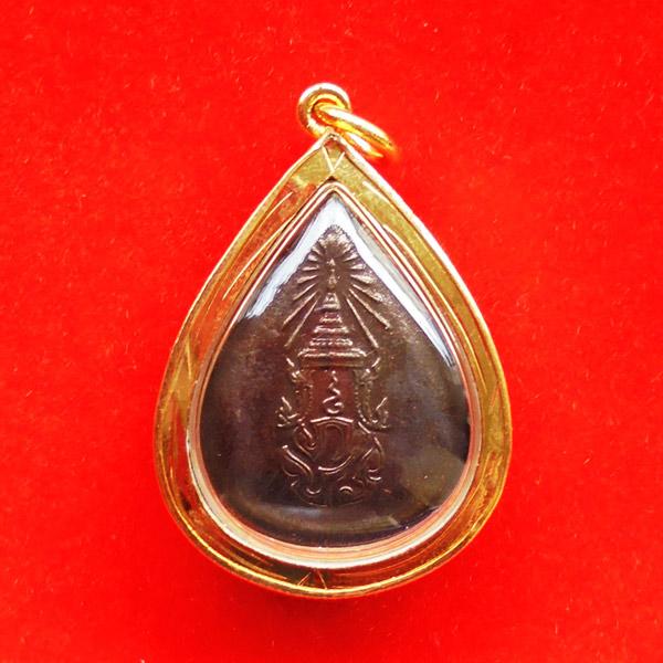 เหรียญทรงหยดน้ำพระพุทธสิงหธรรมมงคล หลัง ภ.ป.ร. พร้อมกรอบทองนพเก้า ปี 2547 1