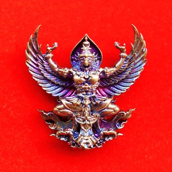 พญาครุฑมหาอำนาจ รุ่นแรก หลวงปู่ทวน วัดโป่งยาง จ.จันทรบุรี เนื้อชนวนผิวรุ้ง ปี 2560 เลขสวย 537