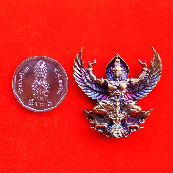 พญาครุฑมหาอำนาจ รุ่นแรก หลวงปู่ทวน วัดโป่งยาง จ.จันทรบุรี เนื้อชนวนผิวรุ้ง ปี 2560 เลขสวย 537 3
