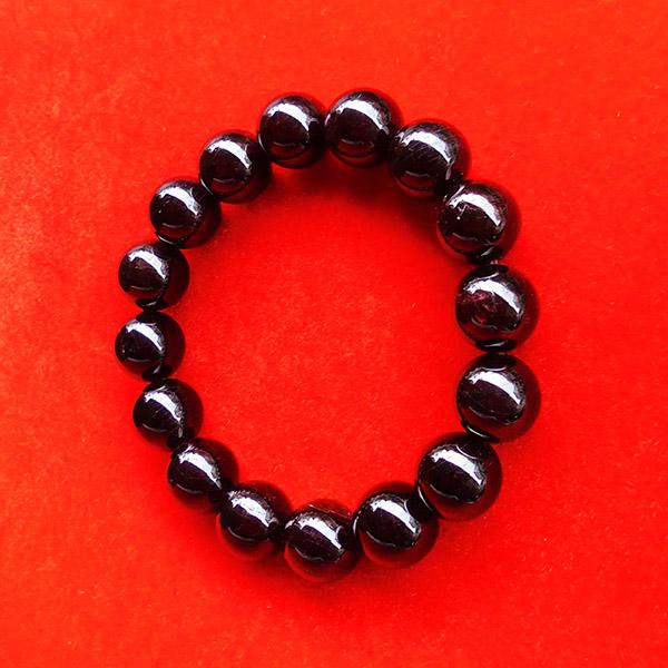 สร้อยข้อมือหินมงคลโกเมน พลอยกลมสีแดงแก่กล่ำ 12 มิล 16 เม็ด เสริมสิริมงคล มีโชคลาภ มั่งคั่งร่ำรวย