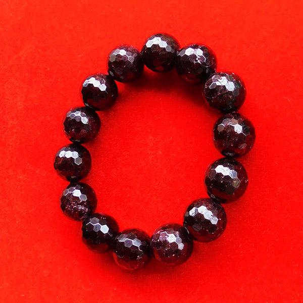สร้อยข้อมือหินมงคลโกเมน พลอยกลมสีแดงแก่กล่ำ 13 มิล 14 เม็ด เสริมสิริมงคล มีโชคลาภ มั่งคั่งร่ำรวย