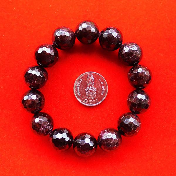 สร้อยข้อมือหินมงคลโกเมน พลอยกลมสีแดงแก่กล่ำ 13 มิล 14 เม็ด เสริมสิริมงคล มีโชคลาภ มั่งคั่งร่ำรวย 1