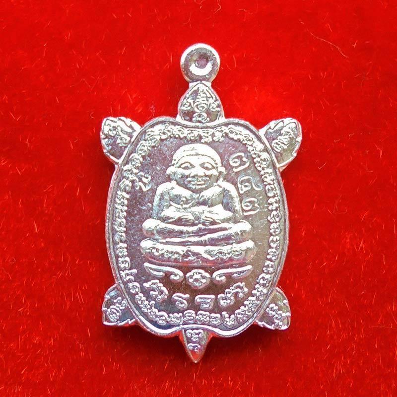 เหรียญพญาเต่าเรือนจิ๋ว รุ่นแรก หลวงพ่อเพชร วัดไทรทองพัฒนา ศิษย์หลวงปู่หลิว เนื้อเงิน ปี 2557