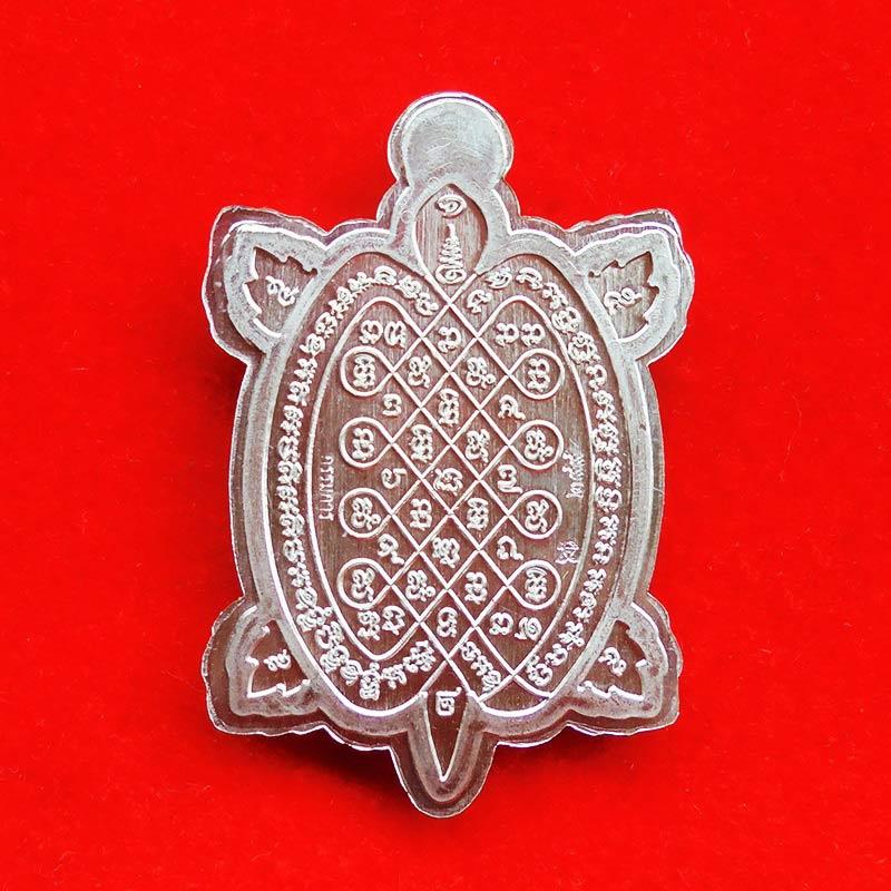 เหรียญพญาเต่าเรือน จักรพรรดิ์รวยพันล้าน รุ่น 1 หลวงปู่ต๋อย เนื้ออัลปาก้าไม่ตัดปีกลงยาธงชาติ เลข 299 2