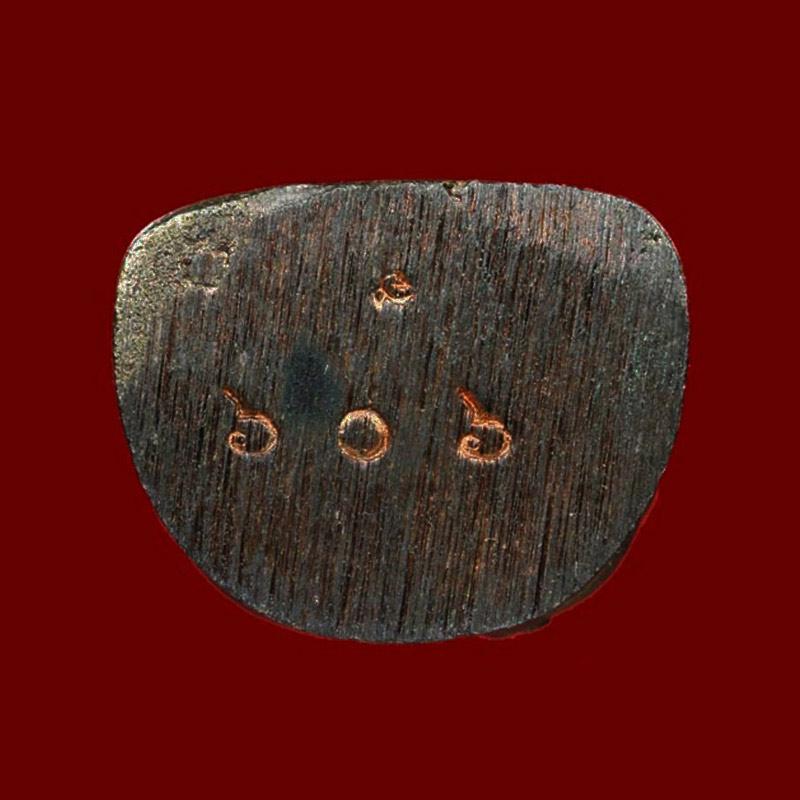 หมายเลข ๖๐๖ พระสังกัจจายน์รับลาภ รุ่นแรก หลวงปู่หลวง วัดคีรีสุบรรพต จ.ลำปาง เนื้อนวโลหะ ปี 2544 2