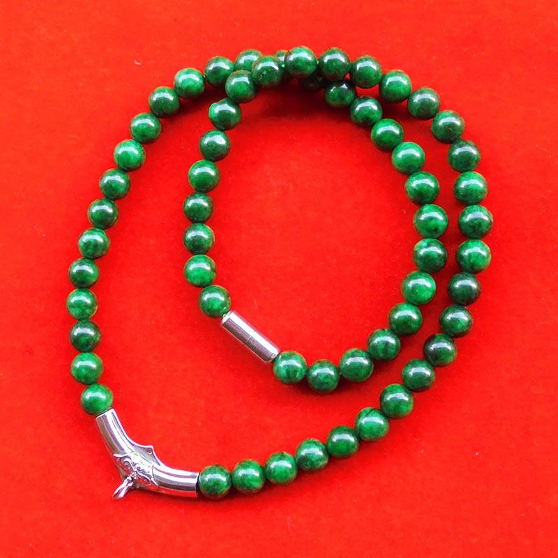 สร้อยหยกเขียว เม็ดหยกขนาด 8 มม.หัวโค้งแขวนพระและแคปซูลเกลียวสแตนเลส ความยาวสร้อย 20 นิ้ว สวยมากหายาก 1