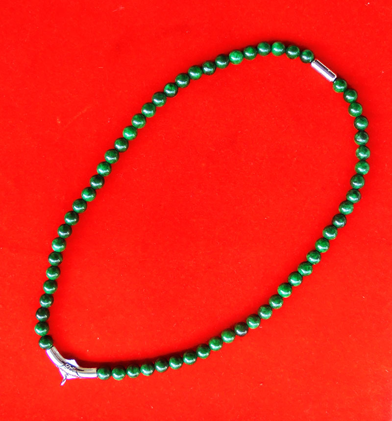สร้อยหยกเขียว เม็ดหยกขนาด 8 มม.หัวโค้งแขวนพระและแคปซูลเกลียวสแตนเลส ความยาวสร้อย 20 นิ้ว สวยมากหายาก
