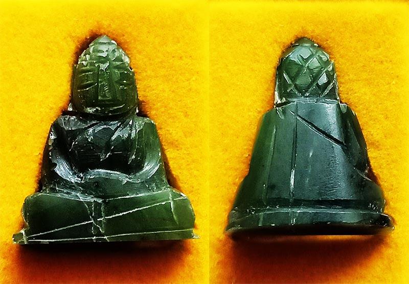 พระหินหยกแกะ พิมพ์พระพุทธ วัดธรรมมงคล สร้างโดยพระอาจารย์วิริยังค์ ปี 2536 สวยหายาก องค์ 20
