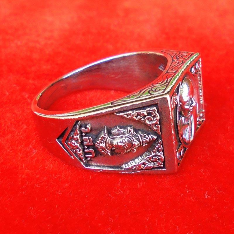 แหวนหลวงปู่ดู่ วัดสะแก รุ่นเปิดโลกเศรษฐี ๕๕ เนื้อ silver plus ปี 2555 เลขสวย 687 สวยมากหายาก 3