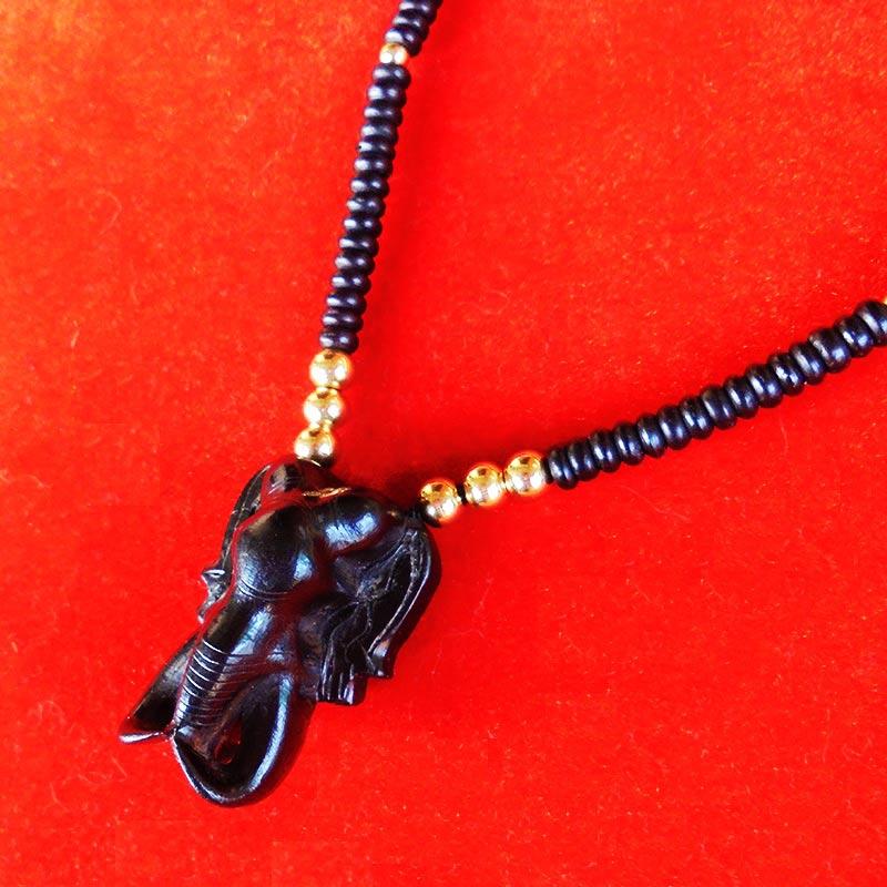 สร้อยกะลาตาเดียว ตัวกลางหน้าช้างไม้งื้วดำ งานแฮนเมด ของใหม่ ขนาดความยาว 25 นิ้ว สวยคลาสสิค สวมหัวได้ 2