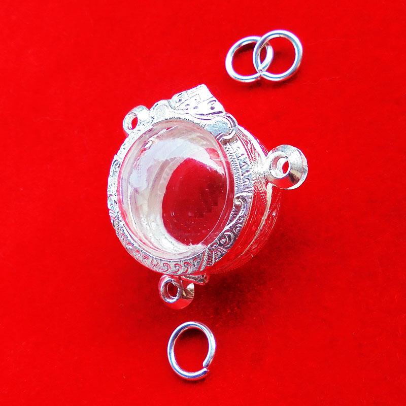 ตลับเงินลูกอม สามห่วง ขนาดเส้นผ่าศูนย์กลาง 2.20 cm. งานสวย ใส่ลูกอมได้หลายรุ่น