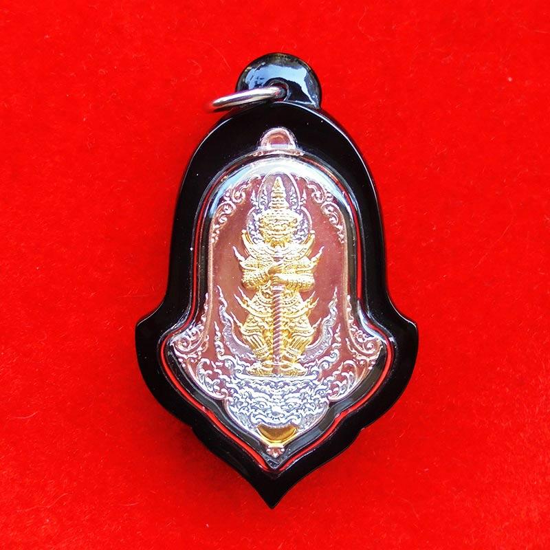 เหรียญท้าวเวสสุวรรณ เนื้อ 3 กษัตริย์ แยกจากชุดประธาน กฐิน 62 วัดแม่ต๋ำ เชียงราย เลข 26 พร้อมเลี่ยม
