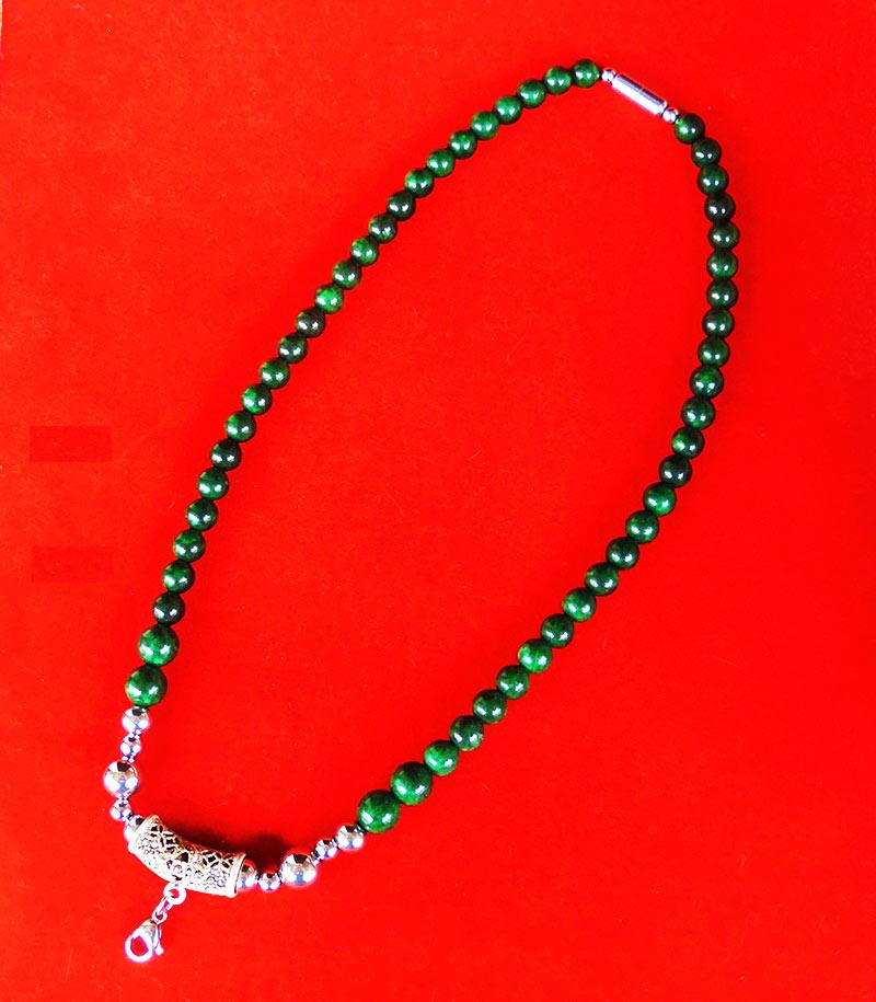 สร้อยหยกเขียว เม็ดหยกขนาด 8 มม.หัวโค้งแขวนพระเป็นเงินฝังพลอย ความยาวสร้อย 21.5 นิ้ว สวยมาก