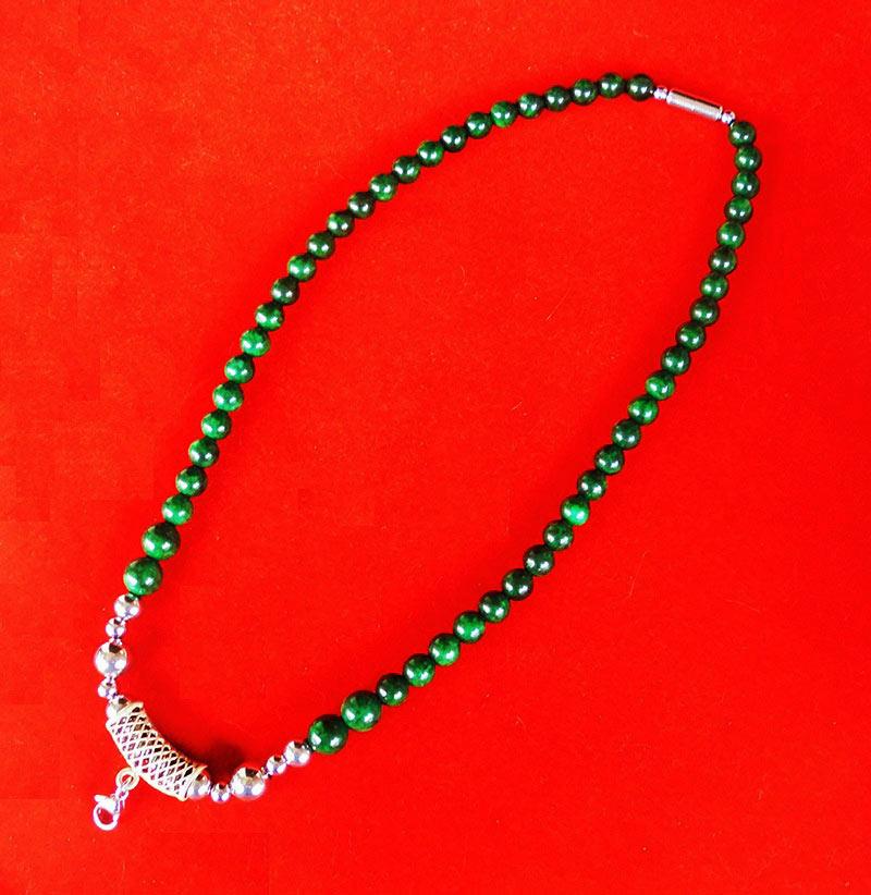 สร้อยหยกเขียว เม็ดหยกขนาด 8 มม.หัวโค้งแขวนพระเป็นเงินฝังพลอย ความยาวสร้อย 21.5 นิ้ว สวยมาก 1