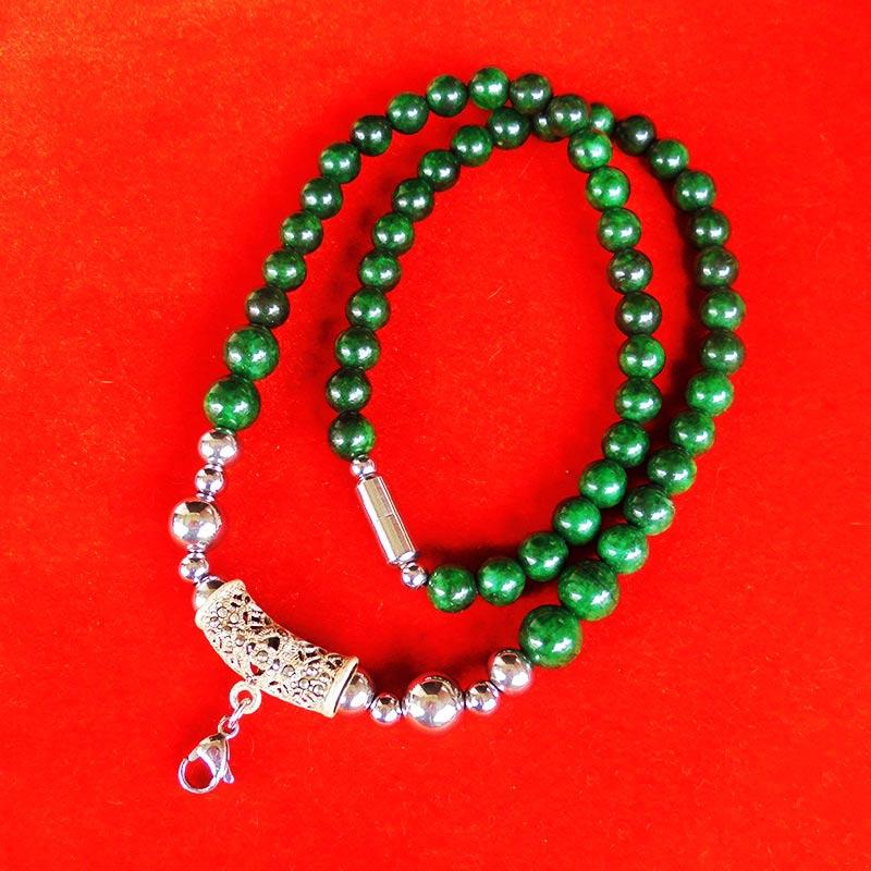 สร้อยหยกเขียว เม็ดหยกขนาด 8 มม.หัวโค้งแขวนพระเป็นเงินฝังพลอย ความยาวสร้อย 21.5 นิ้ว สวยมาก 2