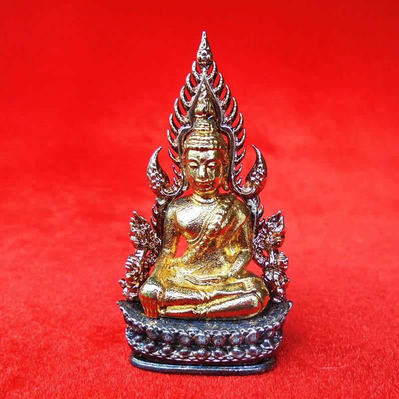 พระพุทธชินราช พิมพ์แต่งฉลุลอยองค์ เนื้อโลหะชุบทองซุ้มชุบเงิน รุ่นจอมราชันย์ วัดพระศรีรัตนฯปี 2555