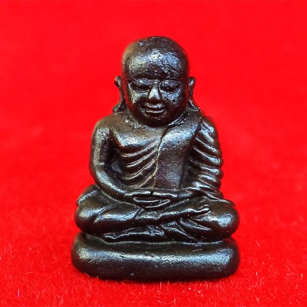รูปหล่อหลวงพ่อเงิน บางคลาน รุ่นพระธรรมปิฎก ๖๑ เนื้อนวโลหะกลับดำ ปี 2535 สวยและหายาก