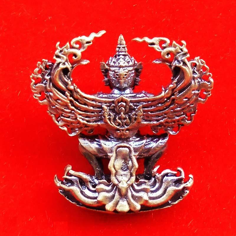 พญาครุฑ รุ่นเสริมดวง เสริมบารมี พระมหาสุรศักดิ์ วัดประดู่ พระอารามหลวง เนื้อทองทิพย์ ปี 2561 หายาก 1