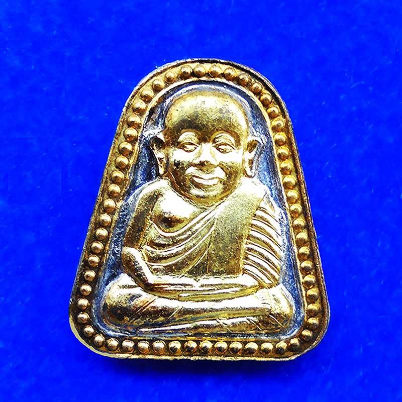 เหรียญพิเศษ 2 K หลวงพ่อเงิน บางคลาน จอบใหญ่ รุ่นทรงเจริญ เนื้ออัลปาก้า เกจิร่วมเสกถึง 1400 รูป