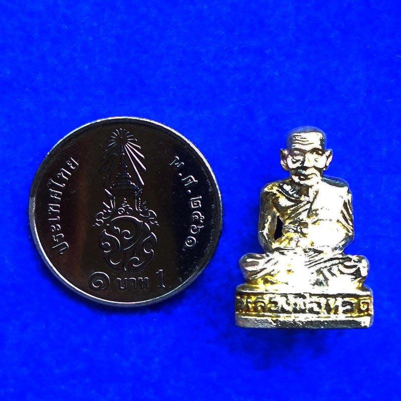 พระรูปหล่อหลวงพ่อทวด วัดช้างให้ เนื้อเงิน รุ่นเสาร์ 5 ขนาดเล็ก ปี 2539 เหมาะสำหรับท่านที่ชอบเล็กๆ 3