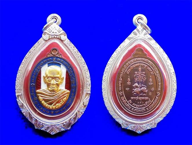 เหรียญรวยมหาทรัพย์ หลวงพ่อพัฒน์ กรรมการ เนื้อนวะหน้ากากชุบทองคำ ลงยาธงชาติ ปี 2564 สวยหายาก 3