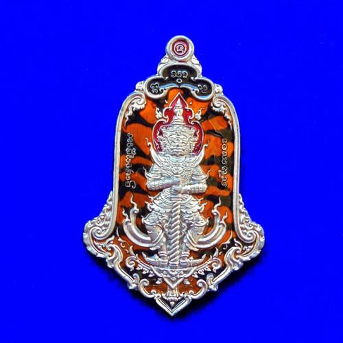 เหรียญท้าวเวสสุวรรณ แม่ต๋ำ 3 เนื้อตะกั่วลงยาลายเสือส้มดำ วัดแม่ต๋ำ เชียงราย ปี 2563 เลข 171