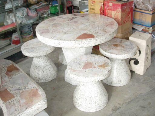 โต๊ะหินอ่อนทรงดอกเห็ด