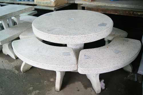 โต๊ะหินขัดทรงกลมมีรูตรงกลาง (ชุดใหญ่)
