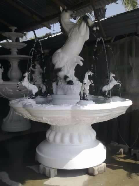 น้ำพุโรมันติดม้าขาว ขนาดเส้นผ่าศูนย์กลาง 170 cm