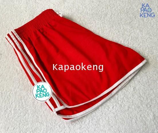 กางเกงขาสั้นสีแดงแถบขาว