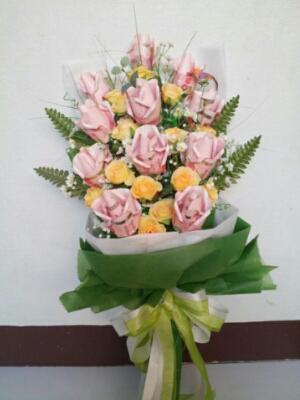 ช่อดอกไม้ช่อยาวสีเขียวสดใส
