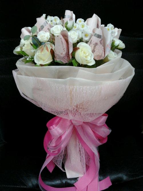 ช่อดอกไม้บูเก้จากธนบัตรสวยหวาน