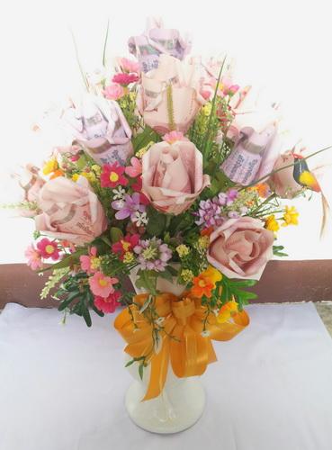 แจกันดอกไม้จากธนบัตรแสนสวย
