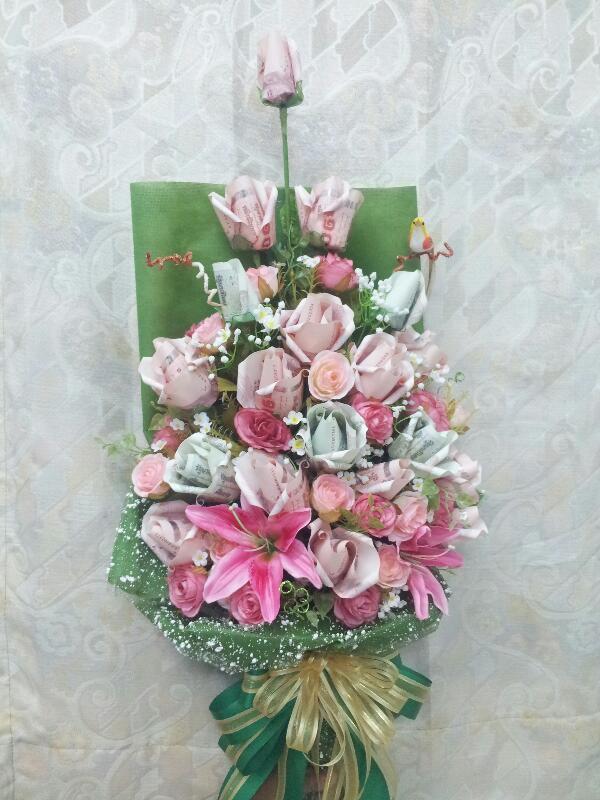 ช่อดอกไม้จากธนบัตรแบบช่อยาวเขียวสดใส