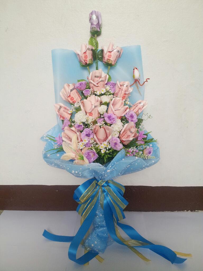 ช่อดอกไม้ช่อยาวสีฟ้าเย็นตา