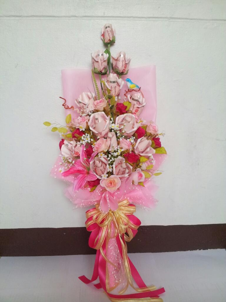 ดอกไม้จากธนบัตรชมพูหวาน
