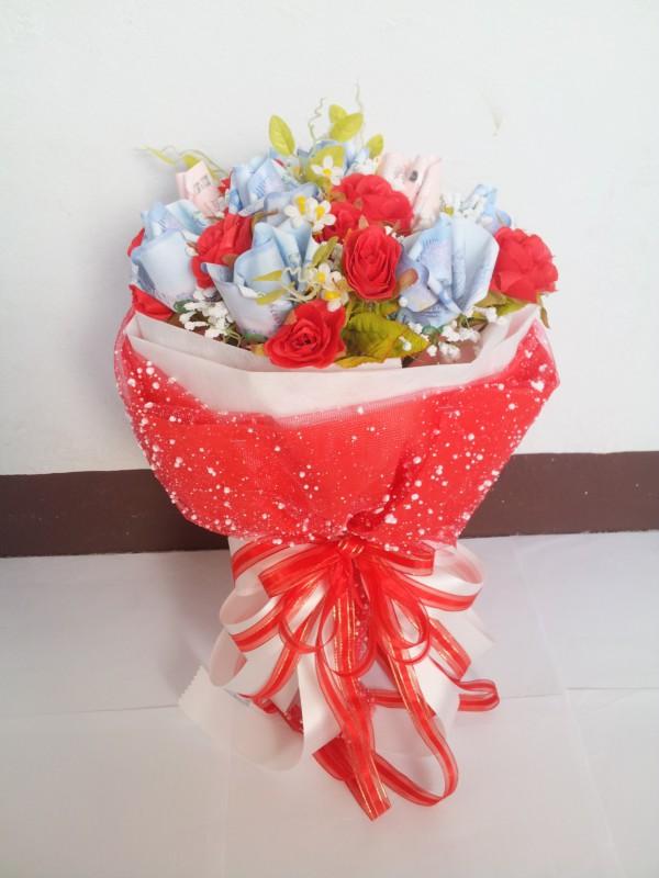 ช่อดอกไม้แสดงความยินดีฟ้าแดง