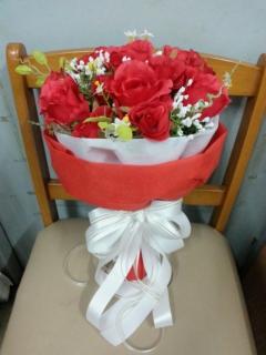 ช่อดอกไม้สีแดงมงคล
